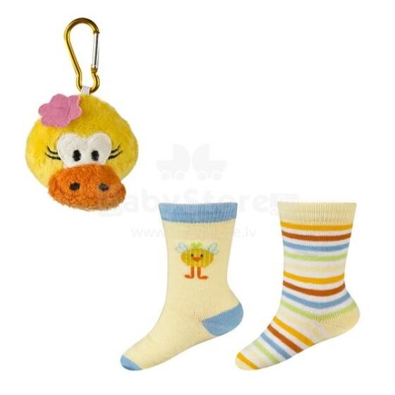 SOXO Baby Gift Set 0132 Dāvanu komplektiņš 0-24m. Bērnu kokvilnas stilīgas zeķītes 2gb+rotaļlieta piekariņš